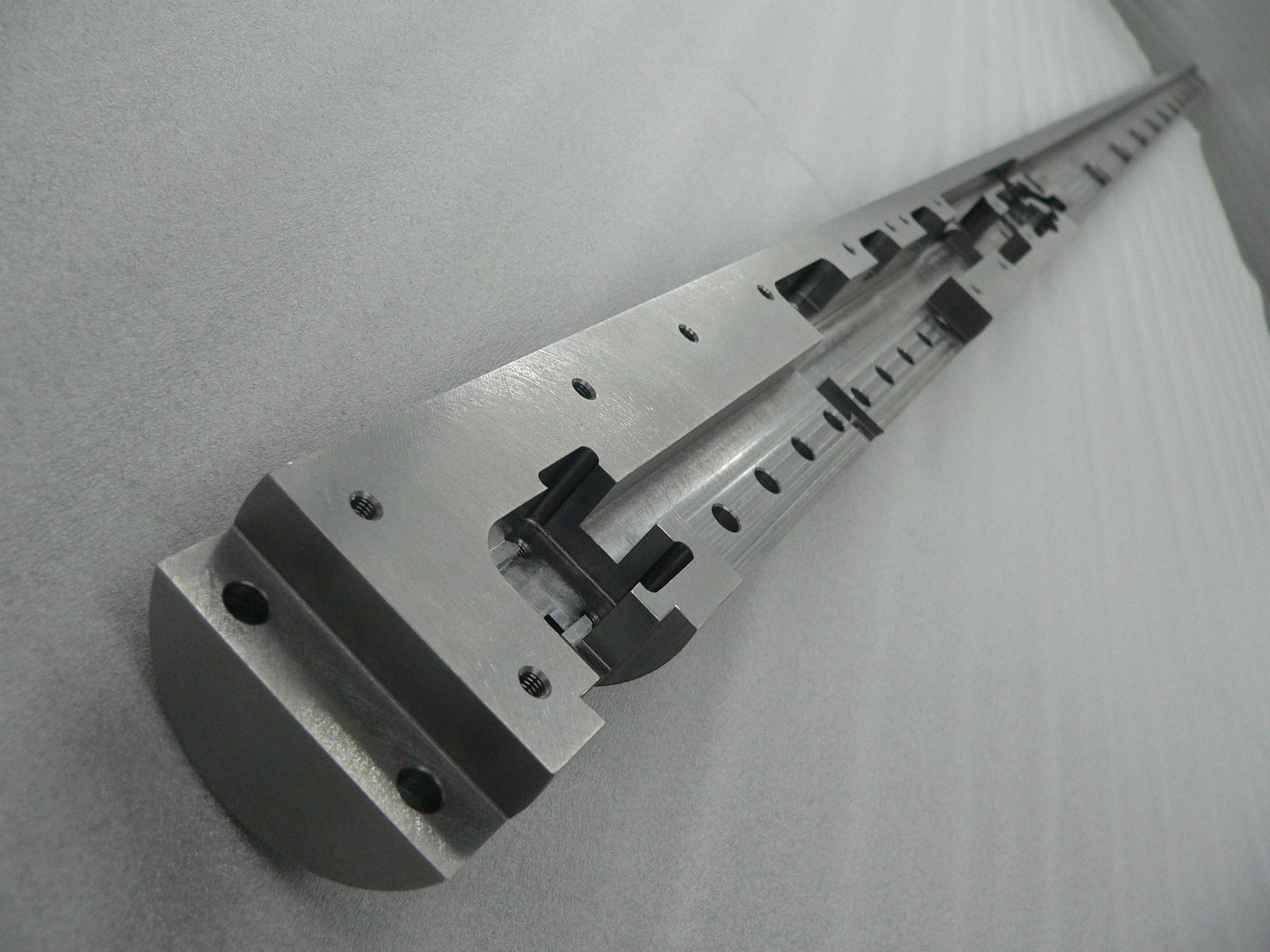 SUS303 長尺部品 半円の底面平面度0.05